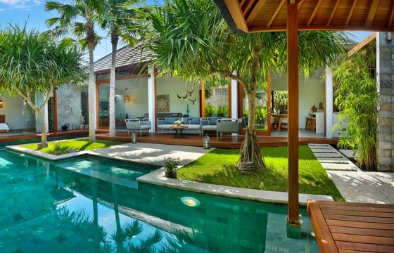 Villa with pool for sale